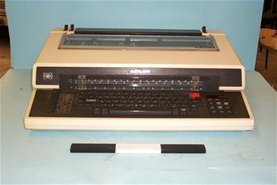 Ηλεκτρική Γραφομηχανή Adler