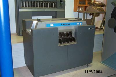 Μονάδα Ανάγνωσης Και Διάτρησης Καρτών IBM 1622