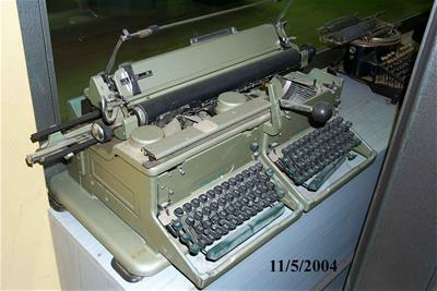 Γραφομηχανή Imperial με διπλό πληκτρολόγιο