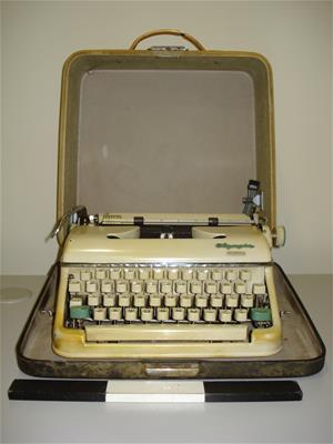 Γραφομηχανή Olympia Monica