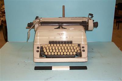 Γραφομηχανή Adler