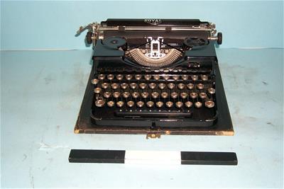 Φορητή Γραφομηχανή Royal P Σε Κουτί